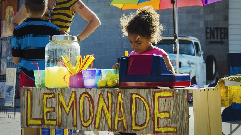 20150413213308-lemonade-stand-entrepreneur-mindset-selling-startup-small-kids-children